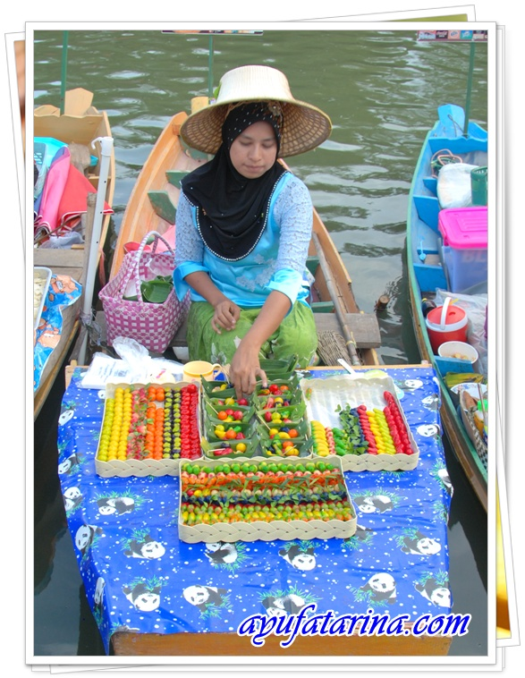 Floating Market - Dessert in Fruits Shape