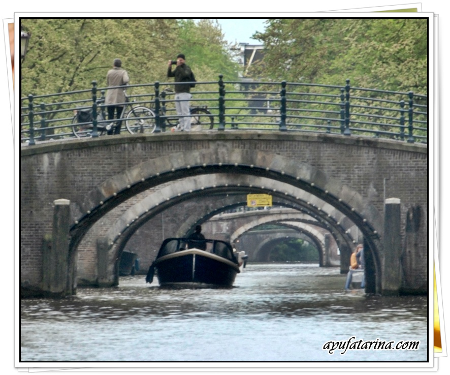 Canal Cruise Gray Line Amsterdam 5 7 Bridges Close Up