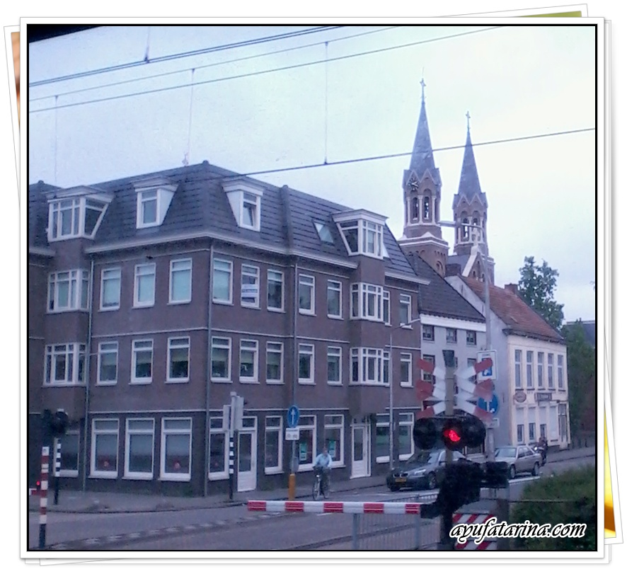 View Alon the way from Roosendaal To Antwerpen Centrale