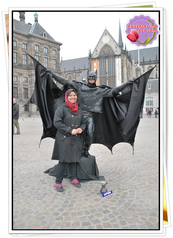 Batman in Amsterdam Dam Square 3