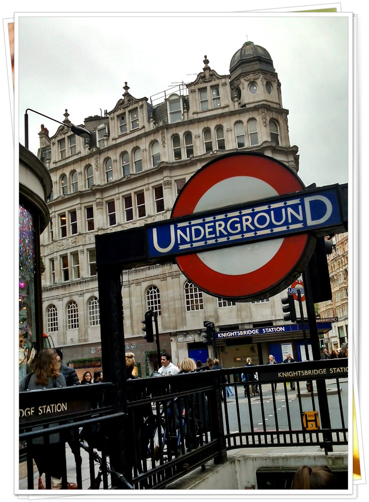 harrods-knightsbridge-london-tube-station-2