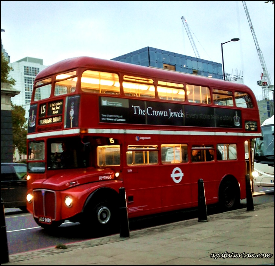 Bus Antik ke Tower Bridge