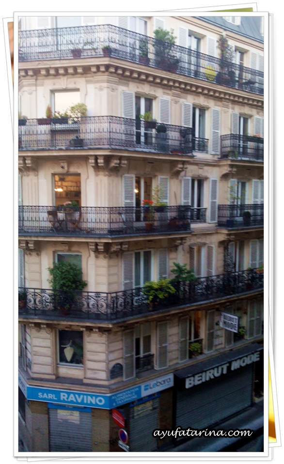 Buildings in Paris - Hotel 4
